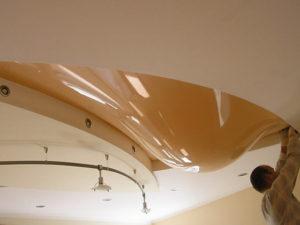 слив воды натяжной потолок