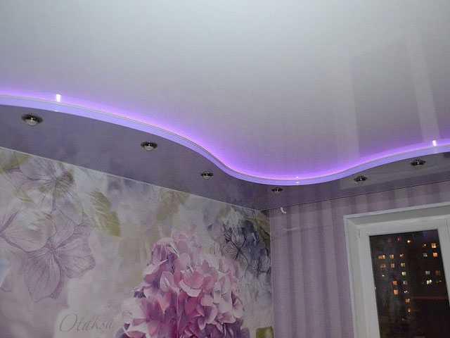 Натяжной потолок два уровня в детской с подсветкой