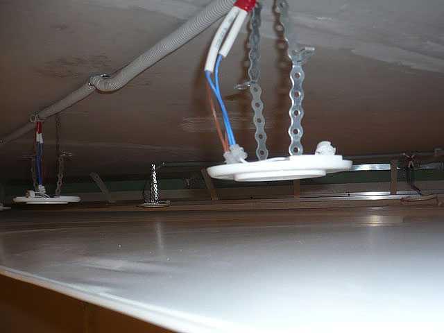 ремонт проводки и электрики над натяжным потолком