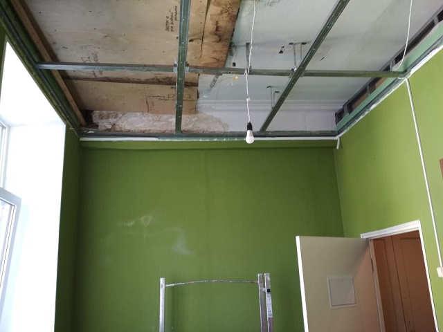 монтаж подвесного потолка в офисе