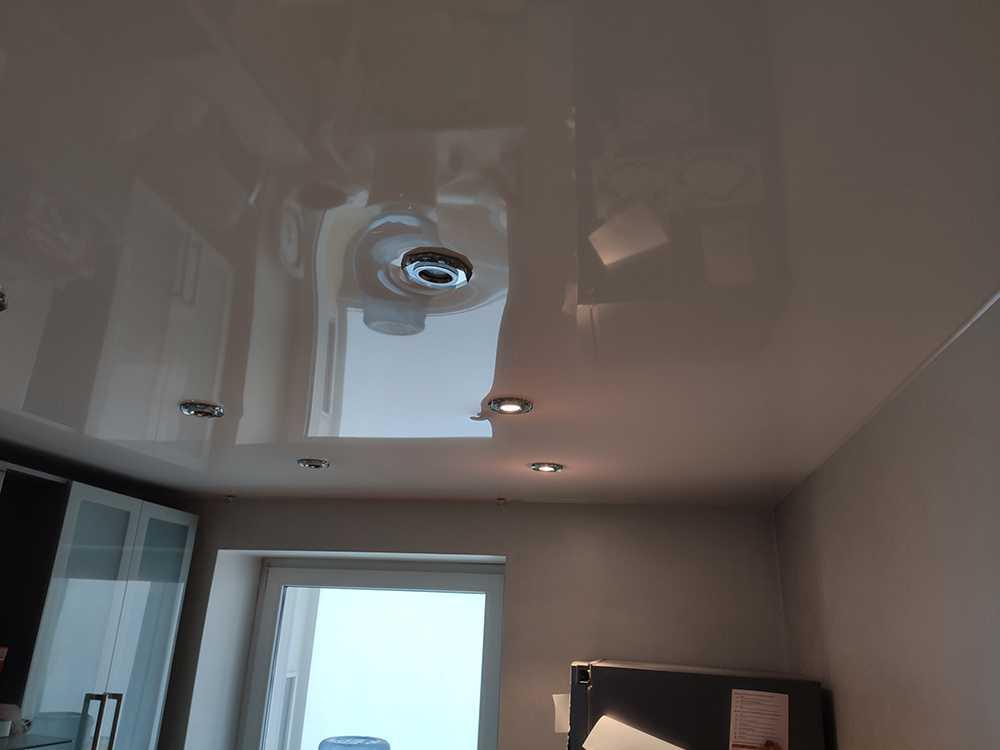 Замена ламп в потолочном светильнике
