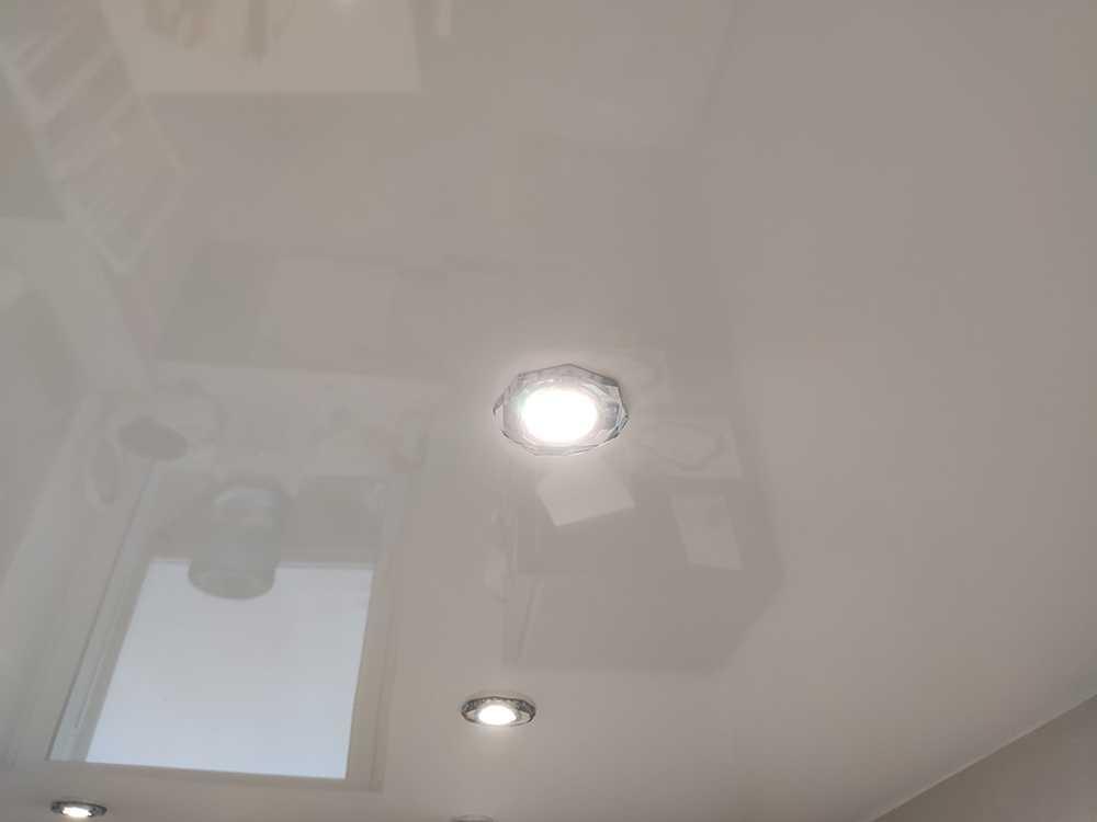 Светодиодные встраиваемые светильники в подвесном потолке