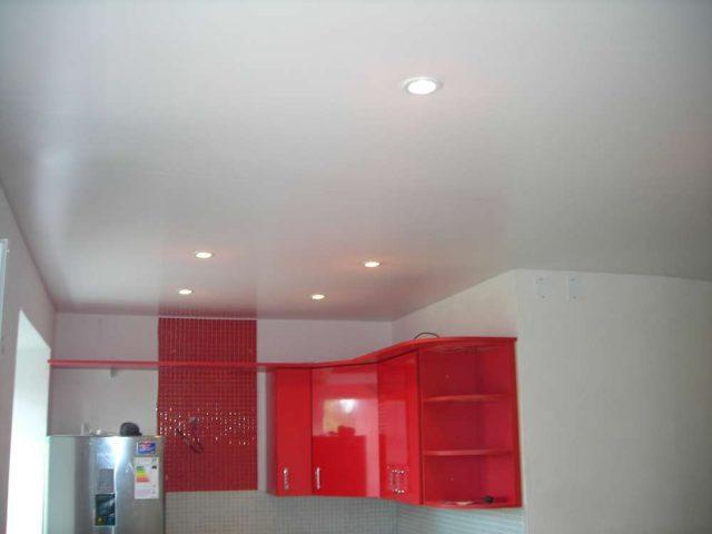 Оккервиль, Областная д.3, Натяжной потолок на кухню, 8 светильников, вытяжка, цена под ключ 6870 рублей