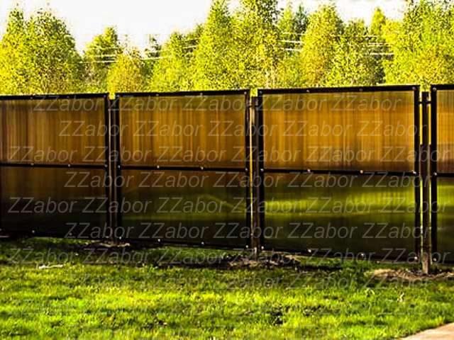 Новосаратовка, Частный дом, Забор металлический из поликарбоната, Стоимость - 45400 рублей.